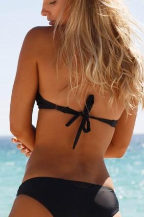 WILDE FOX HALTERNECK חזיה ביקיני בסגנון סקסי ספורטיבי עם ריפוד רך נשלף בצבע שחור