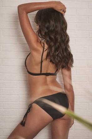 Mayla ביקיני תחתון עם חרוזים עדינים וקשירת צד שחור